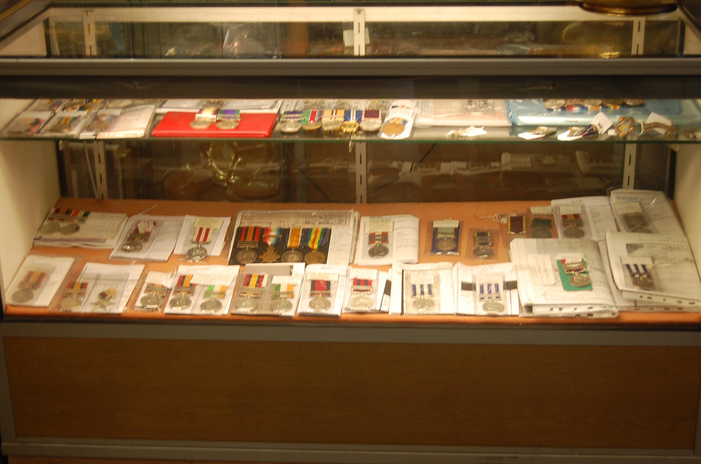 K L  Militaria, Medals, & Collectibles  